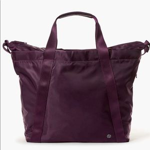 LIKE NEW Lululemon Carry The Day Bag - Dark Abode